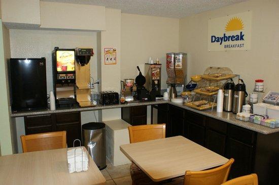 Days Inn Pensacola North: Breakfast Area