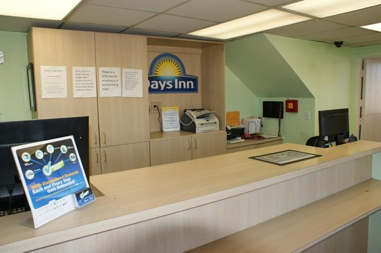 Days Inn Pensacola North: Front Office