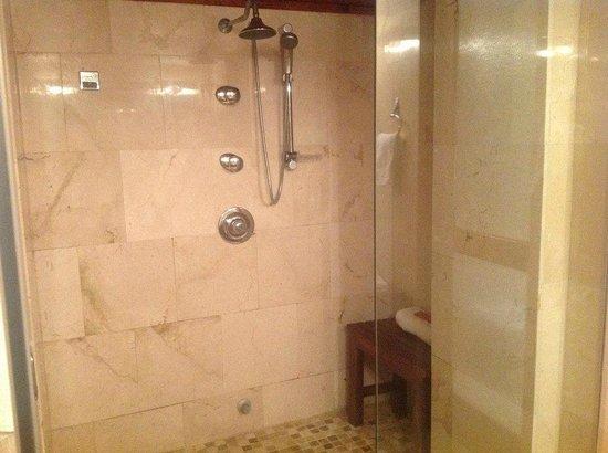 Chateau Cervantes - Shower in Junior Suite
