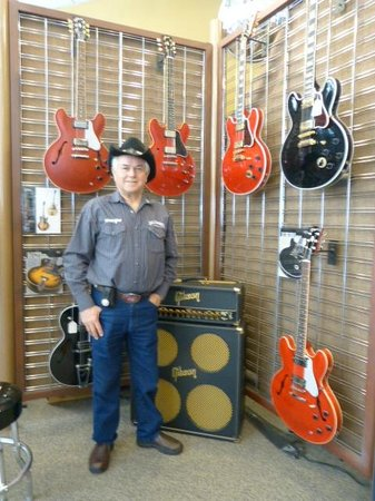 Gibson Factory: Me amongst the guitars