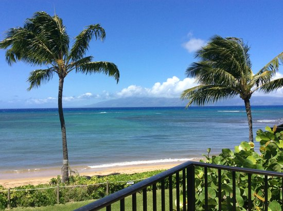 Kahana Village: beautiful view from our deck