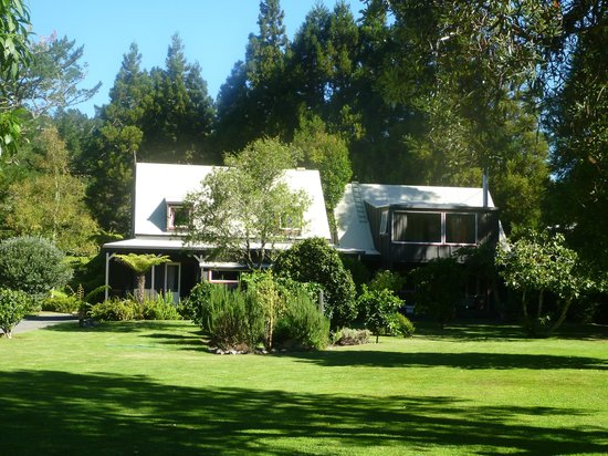 Bushland Park Lodge & Retreat: The Lodge