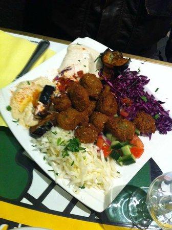 L'As du Fallafel : Falafel no prato - delicioso!