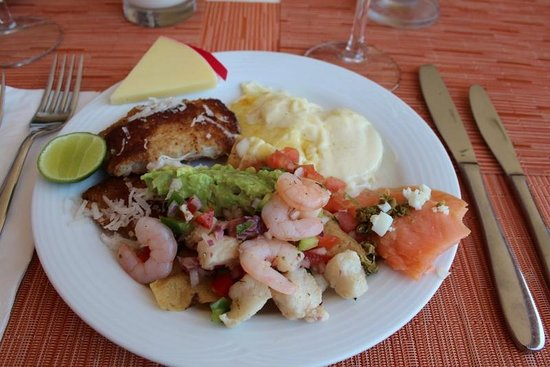 Azul Ixtapa Grand Spa & Convention Center: Dinner at the buffet
