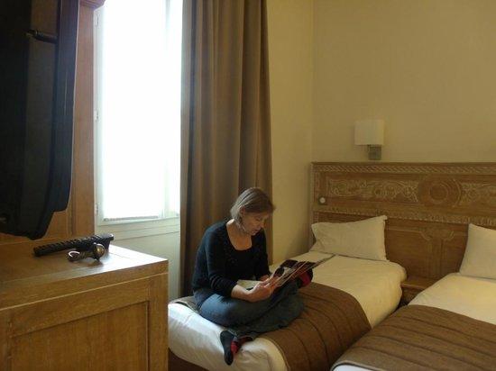 Hotel du Printemps: Inside triple room