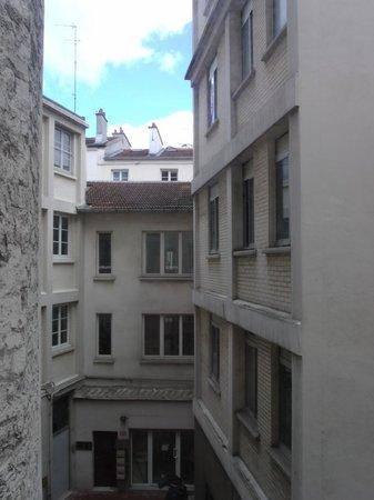Hotel du Printemps: Courtyard view