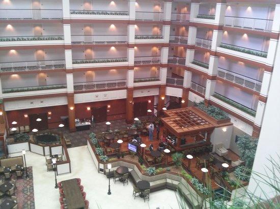 Hilton Auburn Hills Suites: Atrium