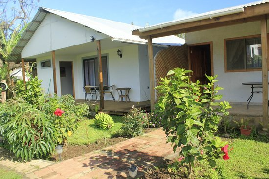 Hostal Cabanas Aorangi: Cabañas full equipadas en pleno centro de Hanga Roa.