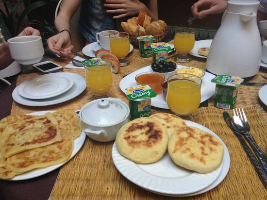Riad L'Arabesque: Wonderful breakfast....pistachio yogurt, breads, jams, eggs, fresh fruit - yum!