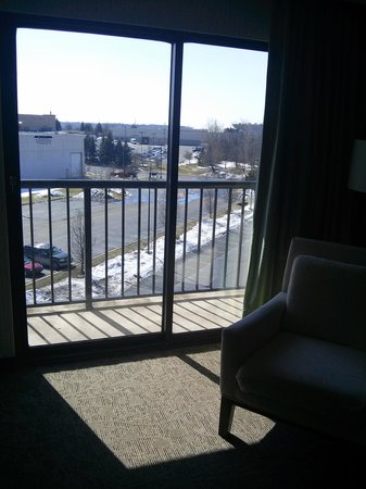 Hilton Auburn Hills Suites : Balcony off living room