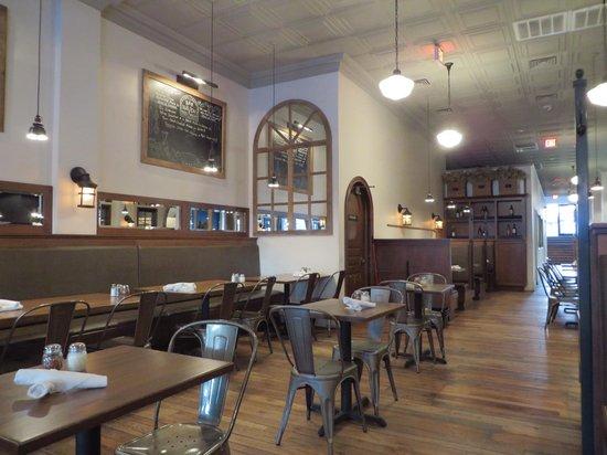 Haven Pizzeria: Dining room interior
