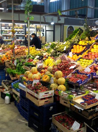 FlorenceTown: Vegtable stand in the market