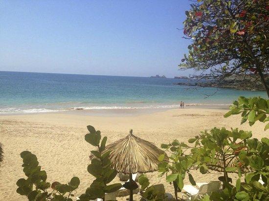 Las Brisas Ixtapa: The beautiful beach