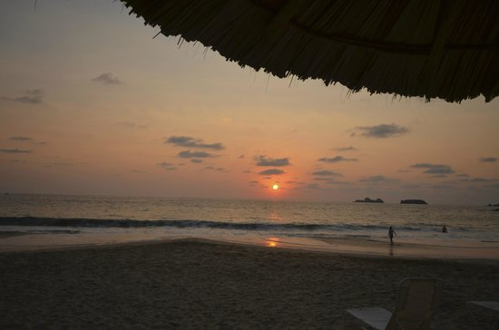 Las Brisas Hotel Collection Ixtapa: Sunset on the beach