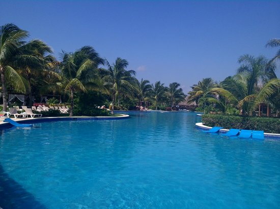 Valentin Imperial Maya : the quiet end of the pool