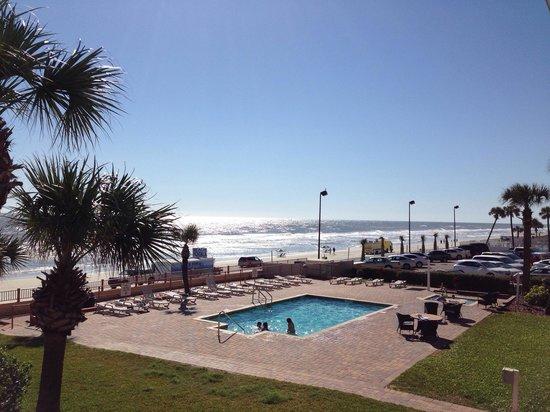 Beach House Inn: Hotelpool und Aussicht aus Zimmer 217