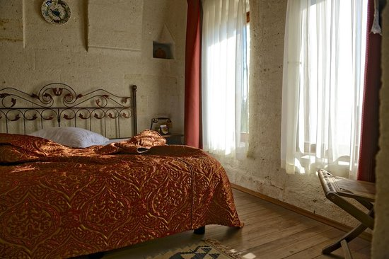Cappa Villa Cave Hotel: This was the nice room i had!!