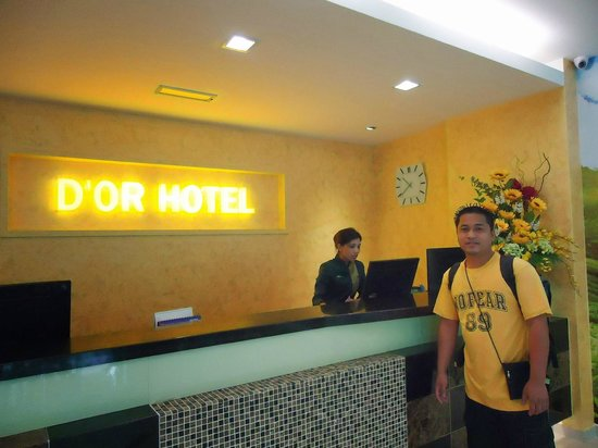 D'or Hotel: front desk