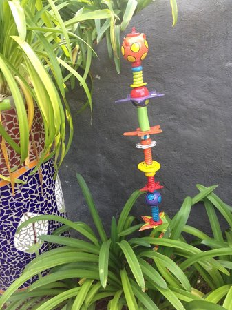 L'Arte Cafe: Whimsical garden ornament available for sale