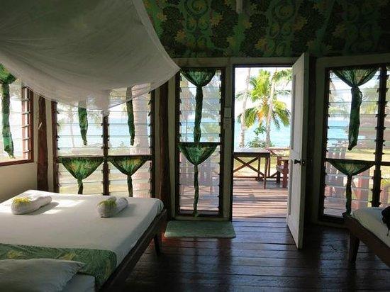 Va-i-Moana Seaside Lodge: Our enclosed Fale