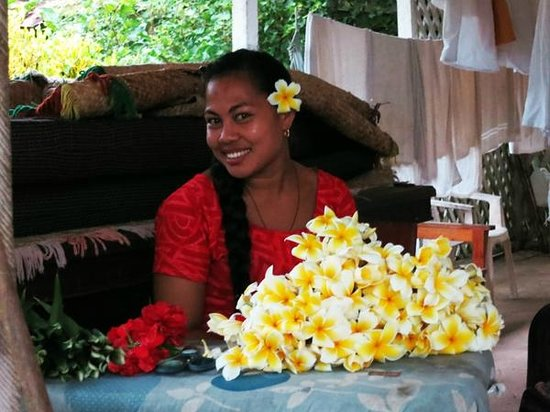 Va-i-Moana Seaside Lodge: One of the friendly staff who adorned my hair with flowers every day she saw me
