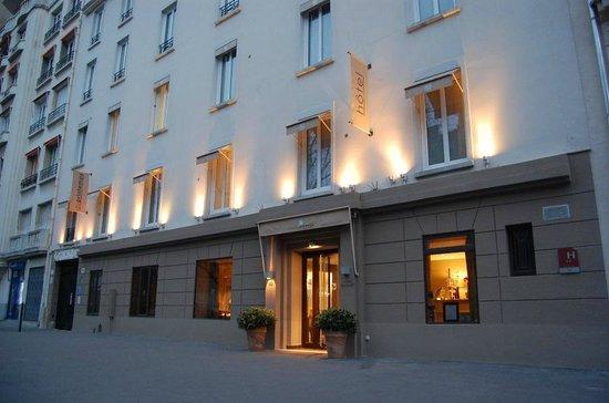 Hotel du Printemps: Entrance
