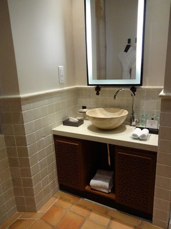 Hotel Tiara Yaktsa Côte d'Azur. : Banheiro