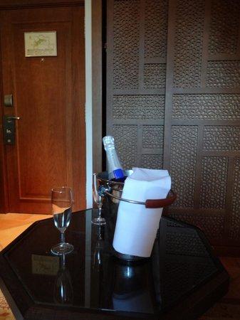 Hotel Tiara Yaktsa Côte d'Azur. : champagne de boas vindas