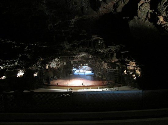 Jameos Del Agua : They have concerts in here