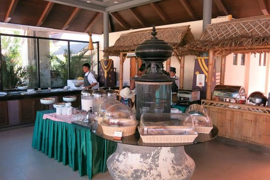 Aonang Cliff Beach Resort: Breakfast