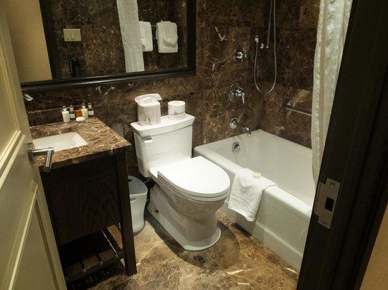 The Belvedere : バスルームはシンプル