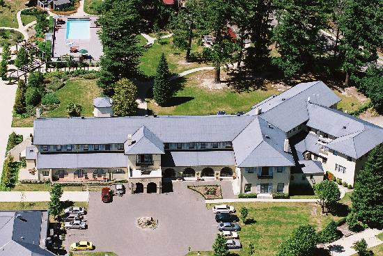 Heritage Hanmer Springs: Aerial photo of the hotel and grounds