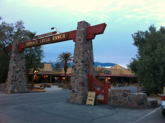Furnace Creek Inn and Ranch Resort: Furnace Creek Ranch Entrance