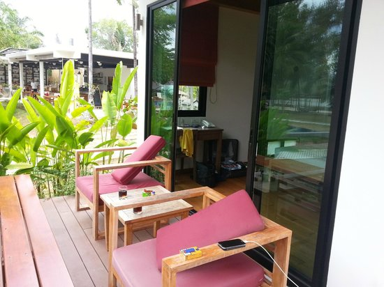 The Mangrove Panwa Phuket Resort: terrasse suite bord de mer