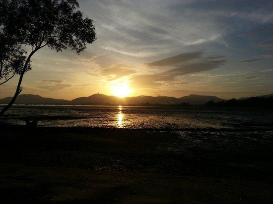 The Mangrove Panwa Phuket Resort: coucher de soleil sur Big Bouda