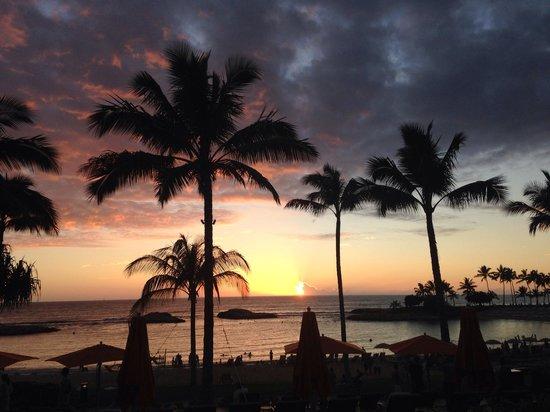 Aulani, a Disney Resort & Spa : Sunset from Ama Ama.