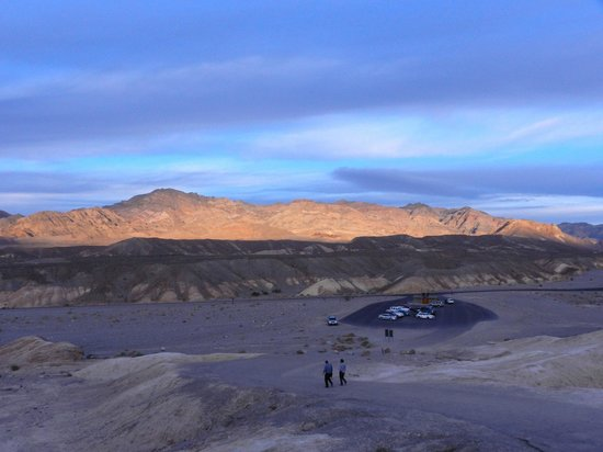 Zabriskie Point: The distance from the top of Zabriskie Pt. to the parking lot