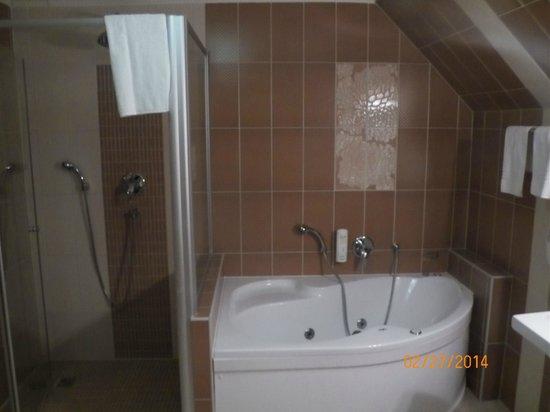 Metamorphis Excellent : Rooftop apartment suite bathroom