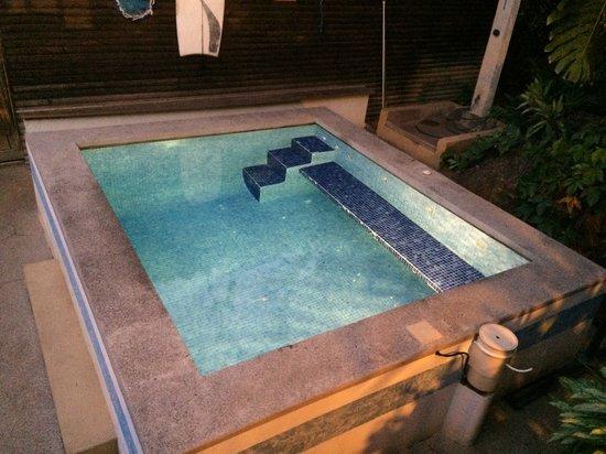 Quinta Esencia B&B: piscine by night