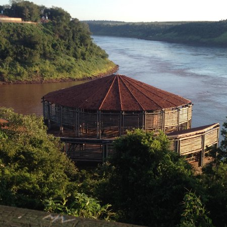 Foz do Iguaçu: Marco das 3 fronteiras - 3 países numa única visão!