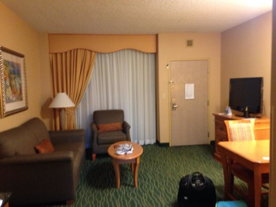 Embassy Suites by Hilton Hotel Monterey Bay - Seaside : Claustrophobic