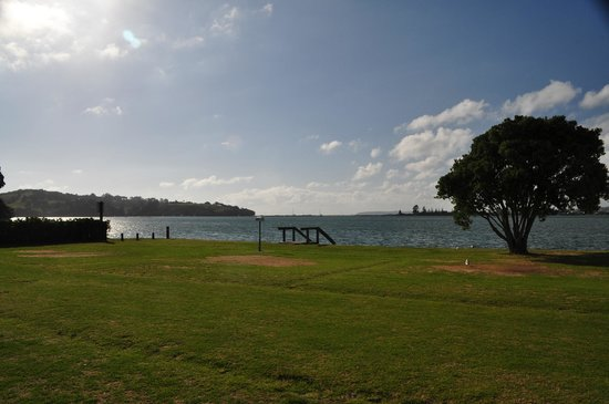 Whangateau Holiday Park: Looking east toward Little Omaha Bay inlet