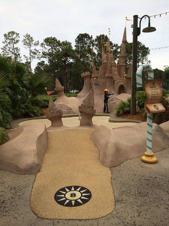 Disney's Winter Summerland Miniature Golf Course : Hole 8