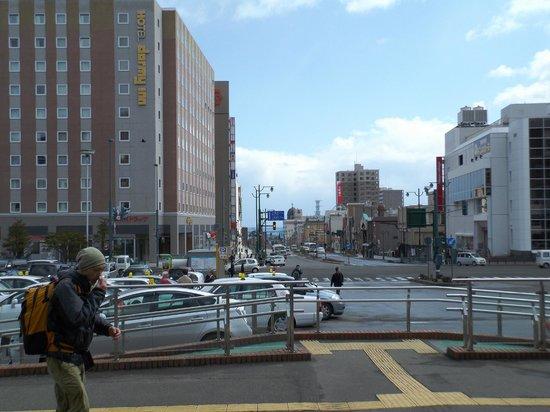 Dormy Inn Premium Otaru: 小樽駅前にある(左手の建物)