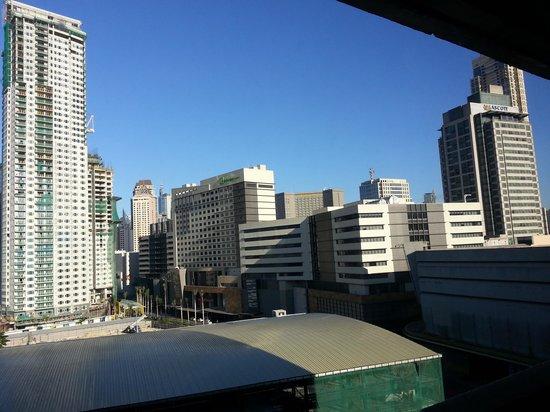 Dusit Thani Manila: вид из окна отеля