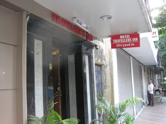 Hotel Travellers Inn: Entrance FEB2014