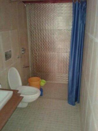 Amush Desert Camp : bath room