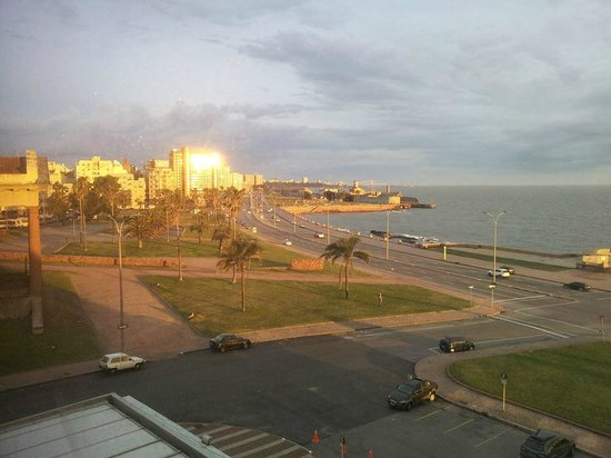 NH Montevideo Columbia: Vista ao pôr do sol