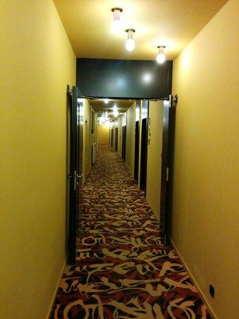 Perla Hotel: Коридор