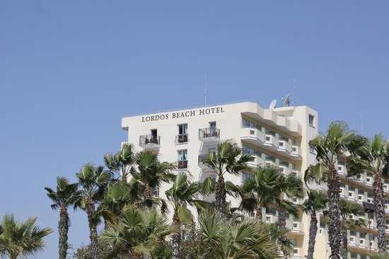 Lordos Beach Hotel: hotel from the beach